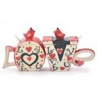 Забавен комплект чашки, долепени една до друга образуват надпис - LOVE